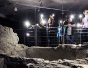 Fejlámpás séta az ókeresztény temető labirintusában