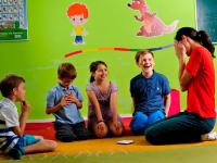 Miért egyedülálló a gyermekek angol nyelvoktatásában a Helen Doron Nyelviskola? Ismerd meg a módszert és játssz velünk az egy éves Helen Doron tandíjért!