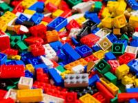 """""""A kocka el van vetve"""" - kiállítás LEGO alkotásokból a PKK Apáczai Művelődési Házban"""